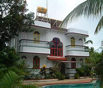 Villa bomfin guest house goa for Guest house in goa with swimming pool
